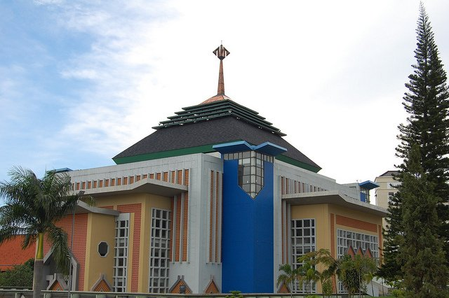 Di masjid ini, kamu kerap berkeluh kesah seputar masalah kuliah, bahkan soal jodoh juga...