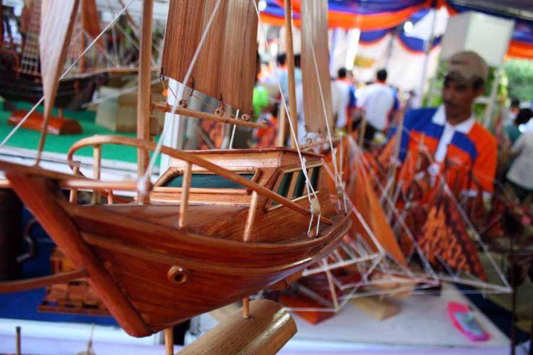 Perahu bambu muda...mahal!