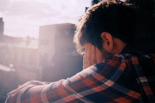 Kalau ternyata mantanmu lebih bahagia setelah putus darimu, jangan dengerin lagu Jealous-nya Labrinth ini ya.