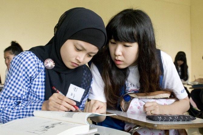 Belajar bersama eonni cantik.