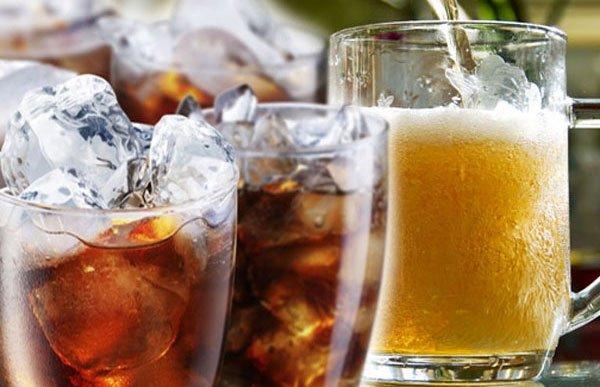 Kurangi atau bahkan hindari berbagai jenis minuman soda dan minuman beralkohol