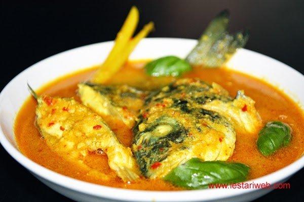 Lezatnya Ikan Kuah Kuning, khas Maluku dan Papua...