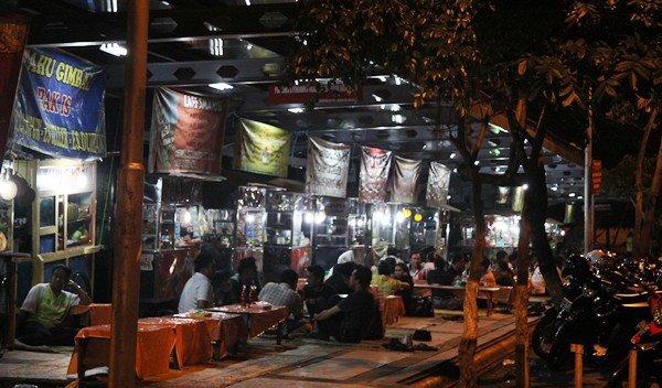 warung lesehan depan taman KB Semarang