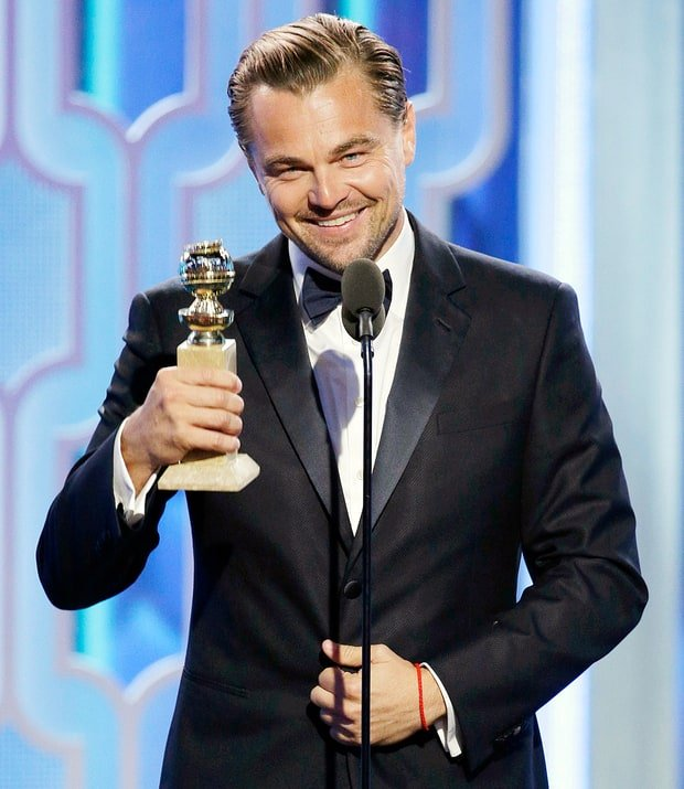 Asik dapet piala Golden Globe nih!