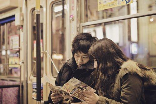 Tak jarang malah harus naik angkutan umum, kamu bisa bercengkrama berdua.