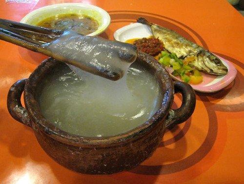 Kenyal dan lezatnya Papeda... Bisa kamu coba bikin di rumah loh...
