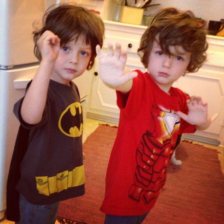 Yang satu suka Batman, satunya Ironman