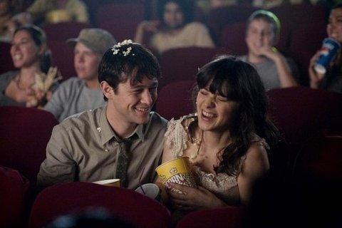 Percakapan romantis di bioskop...