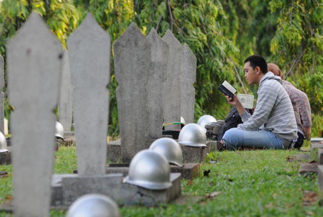 berdo'a di pemakaman