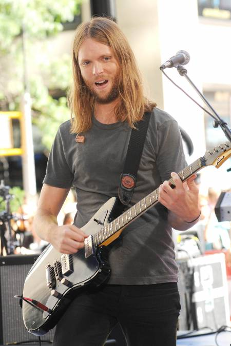 James Valentine nih gitarisnya...