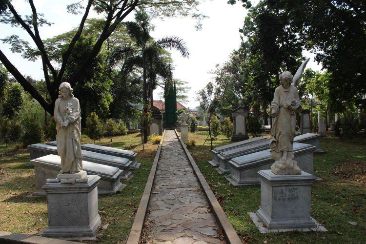 Penampakan patung-patung di Taman Museum Prasasti.