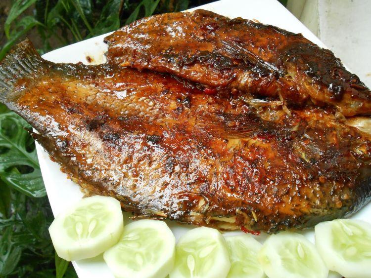 makan ikan bakar = susah dapat pasangan ;(