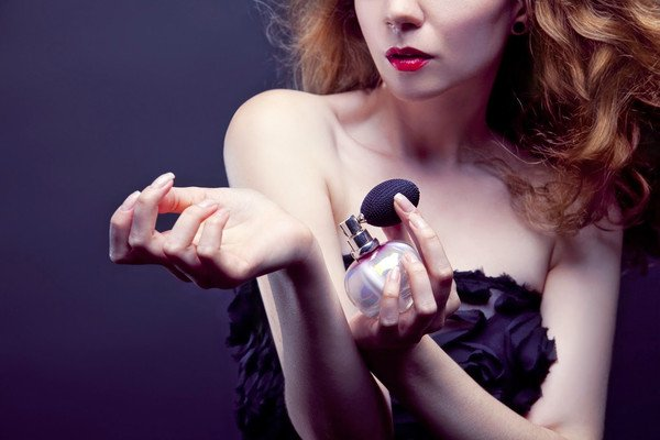 tambahkan pelembab, manjur bikin awet parfummu