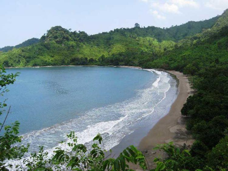 Pantai Bandealit itu epik