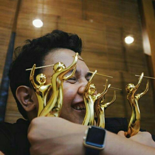 Tulus Membawa Pulang 5 Piala AMI 2015