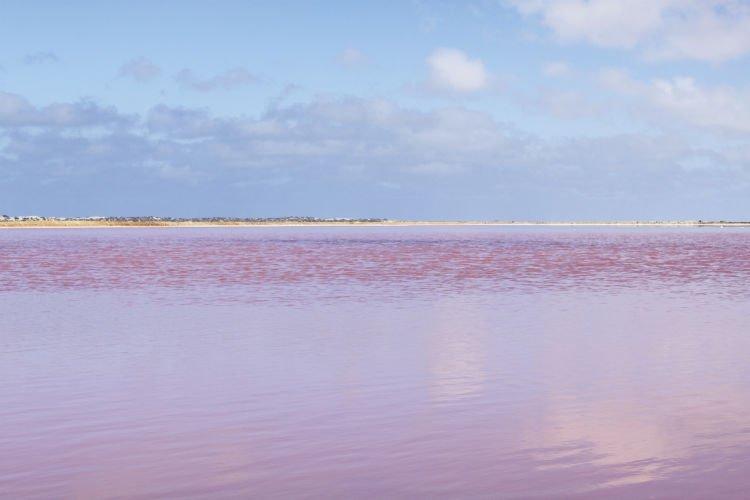 Pantai Pink via Tourism Australia