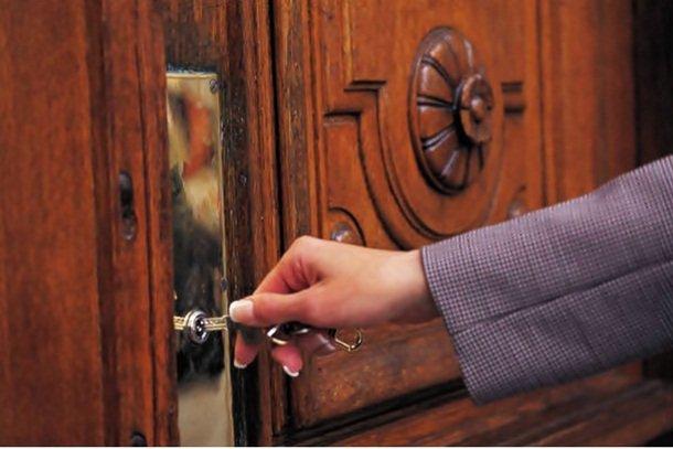 kunci pintunya ya