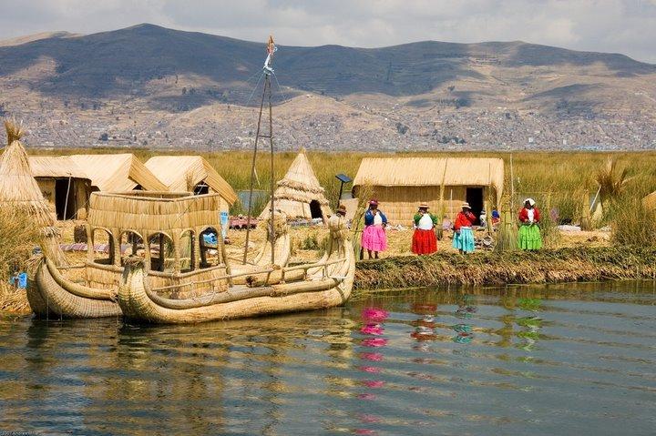 Pulau di atas danau Titicaca.