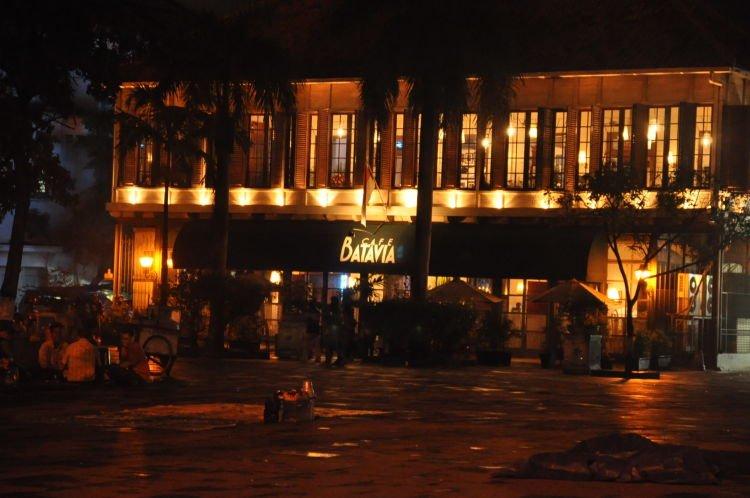 Batavia Cafe dari depan.