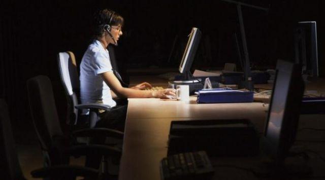 Bekerja di malan hari (Foto: lifehack.org)