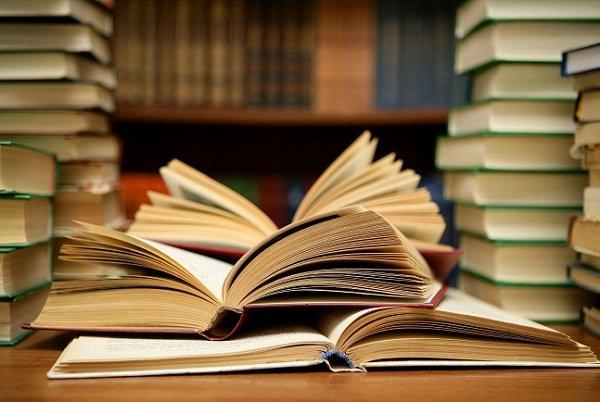 buku dan aroma magisnya