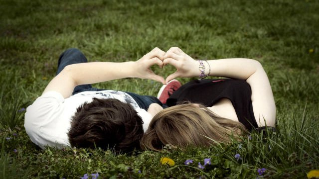 cintamu lebih dari sekadar tanggal, bunga, dan cokelat