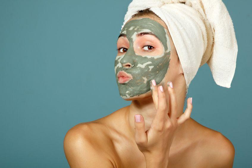 Buat maskermu sendiri. Biar mukamu fresh lagi