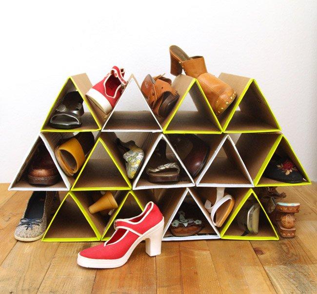 Hadiahi dia shoes organizer yang bisa merapikan kamarnya