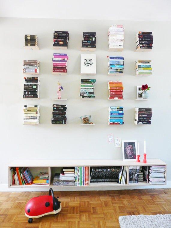 Ambalan ternyata bisa jadi pengganti rak buku.