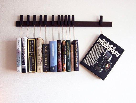 Gantung bukumu dengan cara ini, supaya ruang bacamu tampak beda.