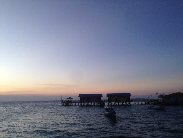 Sunset di Derawan, bikin kamu lupa kalau kamu lagi kesepian.