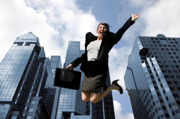 ekspektasi berlebih kadang muncul saat kamu diterima kerja di kantor baru, padahal belum tentu akan lebih baik ya