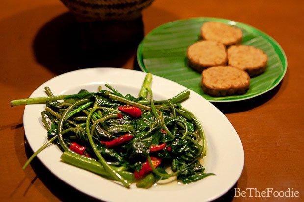 kenyang dan bergizi kok makan kangkung pakai tempe