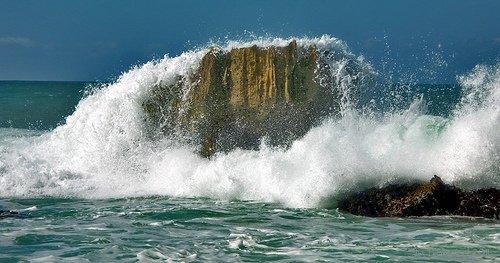 kamu bukan karang, berhenti selalu pura-pura tegar