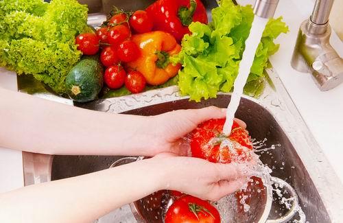 mencuci sayuran