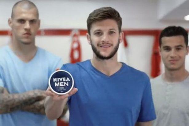 Tuh pemain bola aja pakai body lotion via liverpoolecho.co.uk
