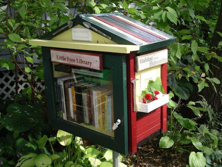 Perpustakaan kecil yang bebas untuk siapa saja.