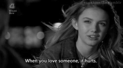 mencintaimu memang menyakitkan, tapi tak apa