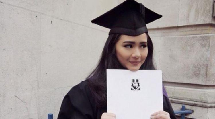 Gita Gutawa kuliah di sekolah ekonomi terbaik dunia.