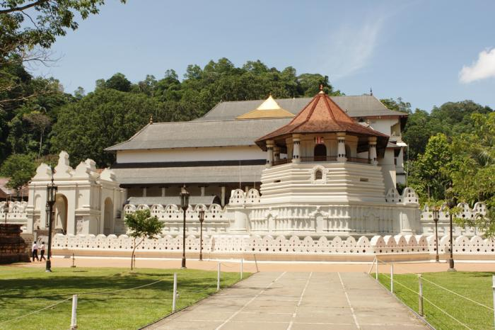 Dalaga Maligawa. di Kandy, di mana gigi Buddha berada.