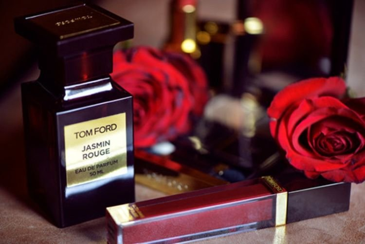 aroma bunga-bungaan yang romantis
