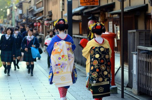 Penasaran sama Geisha? Ke Jepang aja. Kunjungi Gion, sebuah kawasan di Kyoto.