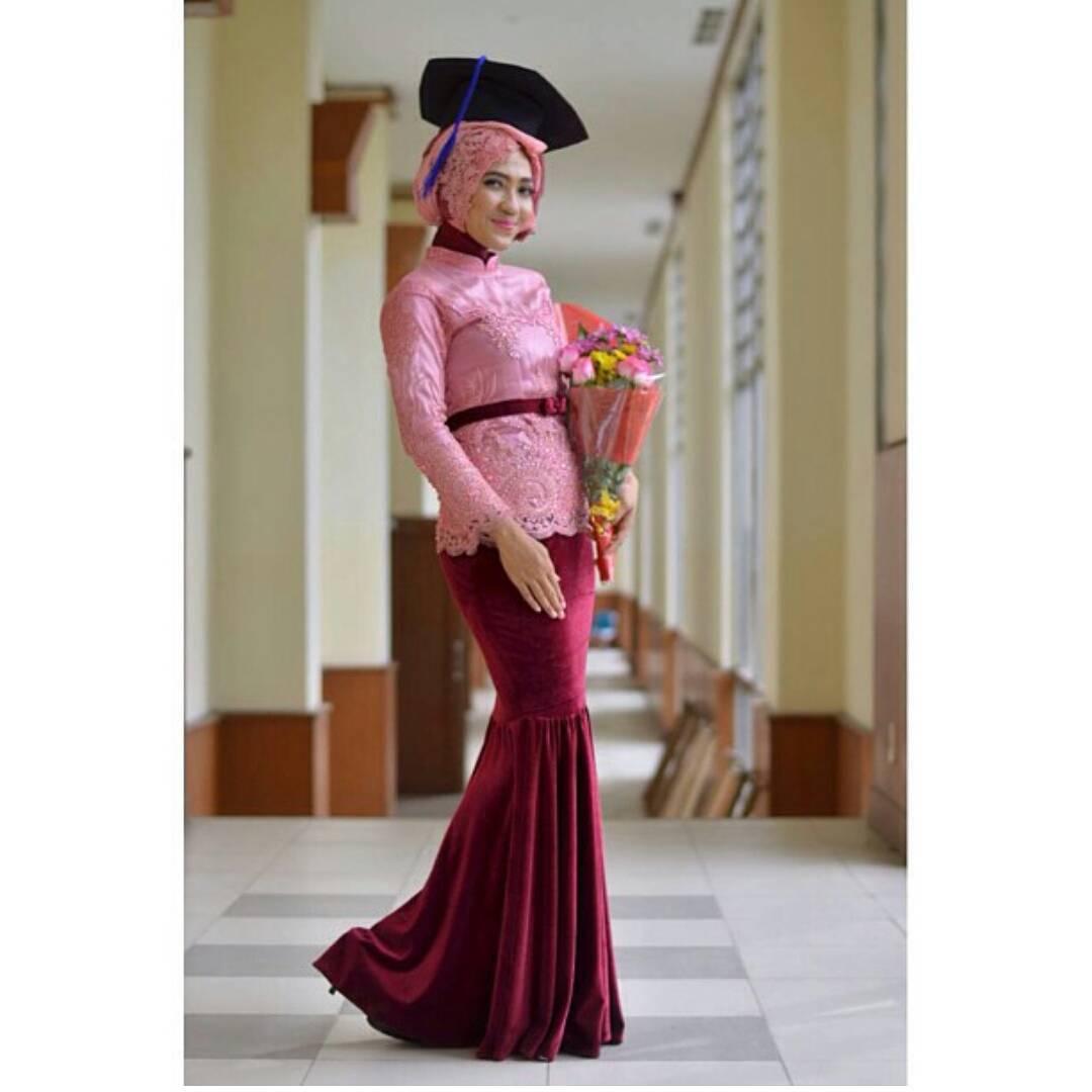 15 Ide Kebaya Muslimah Untuk Mempercantikmu Di Hari Wisuda Nanti