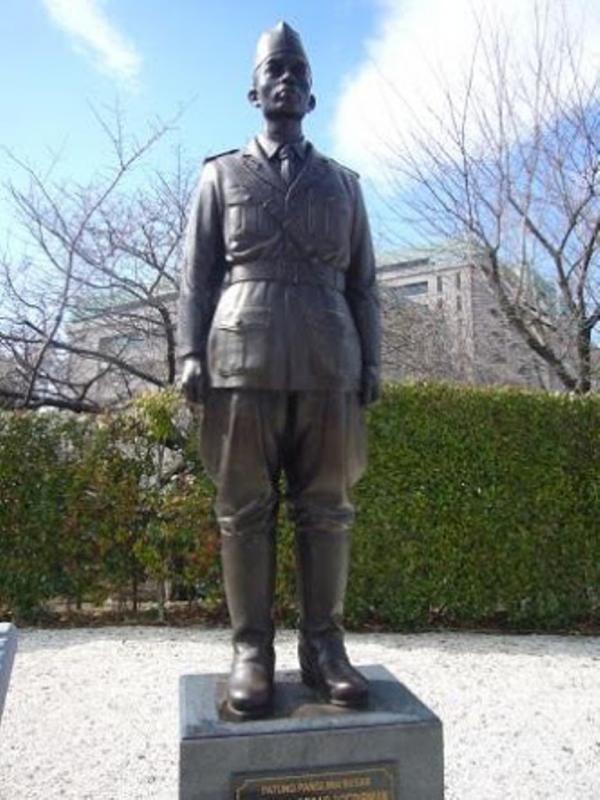 Sampai ada patungnya loh di Jepang