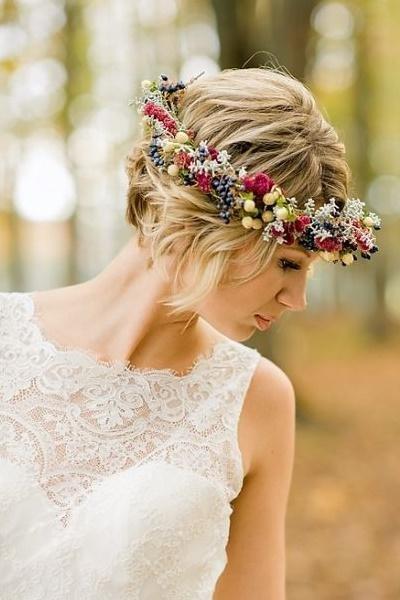 Mahkota bunga di kepala