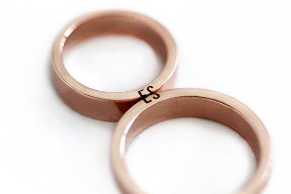 Inisial di 2 cincin