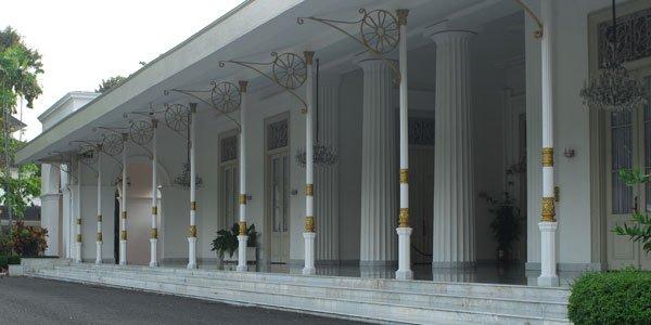 Salah satu sisi bangunan Istana Kepresidenan Yogyakarta (enggak ada gambar ruangannya) hehehe