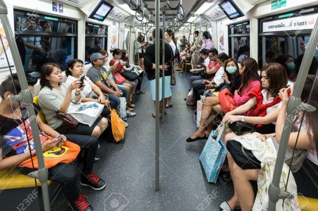 Di Dalam Skytrain di Bangkok