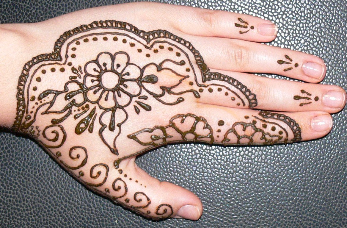 16 Inspirasi Henna Art Anti Mainstream Demi Momen