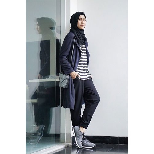 jogger pants vs cardigan panjang